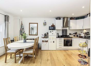 2 bed flat to rent in Upper Richmond Road, London SW15