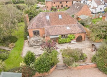 Thumbnail Barn conversion for sale in Dingle Road, Leigh, Worcester