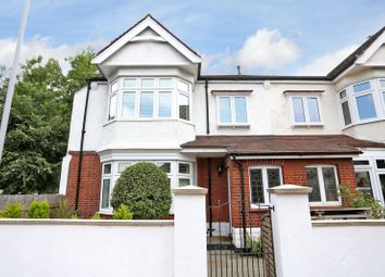 Thumbnail 4 bed property to rent in Netheravon Road South, Chiswick