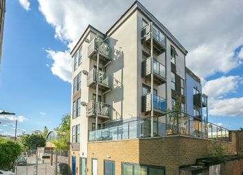 Thumbnail 2 bedroom detached house to rent in Hercules Place, London