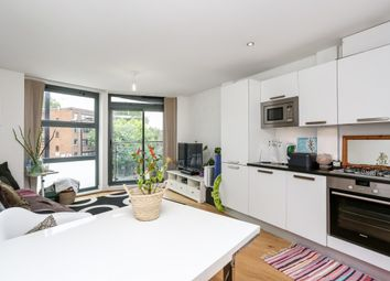 Thumbnail 2 bed flat to rent in Goswell Road, London