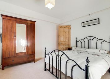 Philpot Street, London E1. 2 bed flat