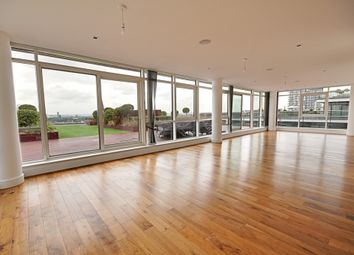 Thumbnail 3 bedroom flat to rent in Belgravia House, Longfield Avenue, Ealing