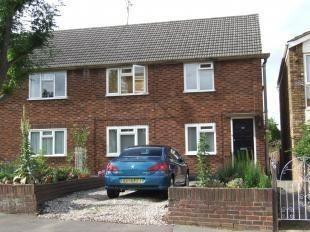 Thumbnail Maisonette to rent in Bury Green Road, Cheshunt, Waltham Cross