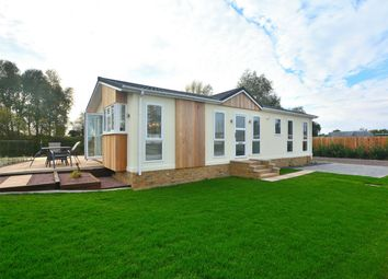 Thumbnail 2 bedroom mobile/park home for sale in Crystal Lakes Lodges, Fenstanton, Cambridgeshire