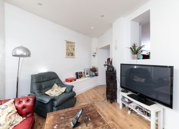 Thumbnail 3 bed flat to rent in Cambridge Heath Road, Bethnal Green