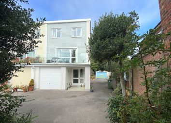Shore Road, Warsash, Southampton SO31. 3 bed end terrace house