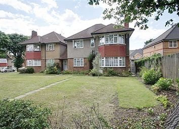Thumbnail 2 bed flat to rent in Oakwood Close, London