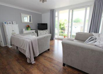 Thumbnail 2 bedroom flat for sale in Leggfield Terrace, Warners End, Hemel Hempstead
