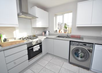 Thumbnail 2 bed flat to rent in Sunderland Gardens, Newbury