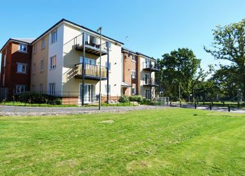 Thumbnail 2 bedroom flat for sale in Cavendish Drive, Locks Heath, Southampton