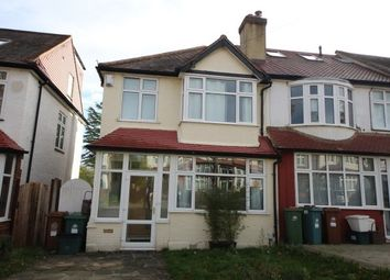 3 bed property to rent in Bridgewood Road, Worcester Park KT4