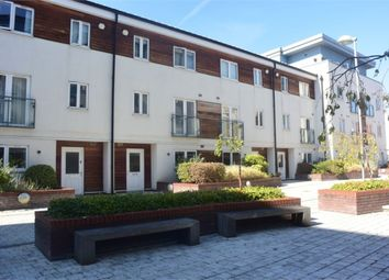 Thumbnail 2 bed flat to rent in Stane Grove, London