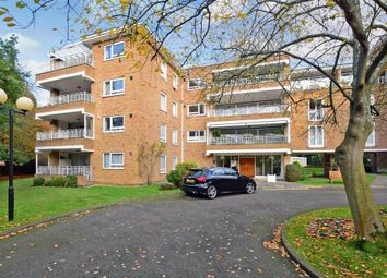 3 bed flat for sale in Sunset Avenue, Woodford Green, Essex IG8