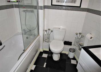 Thumbnail 1 bed flat for sale in Kittiwake House, Slough, Berkshire