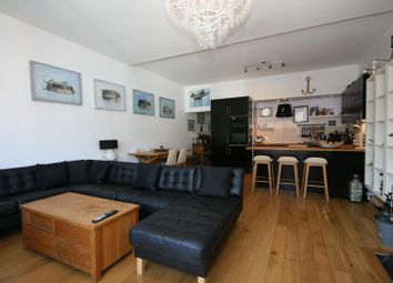Thumbnail 2 bed flat for sale in Birmingham Road, Cowes