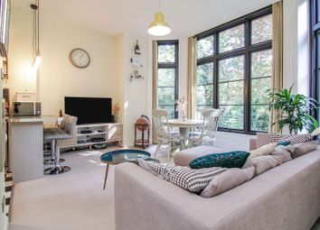 40 Thicket Road, London SE20. 1 bed flat