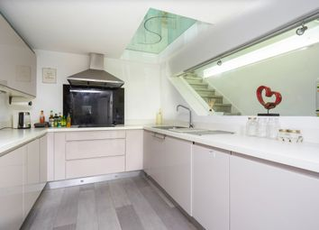 Thumbnail 3 bed flat to rent in Kings Road, Windsor