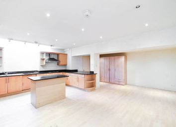 3 bed property to rent in Lamont Road Passage, Chelsea, London SW10