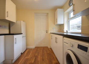 Thumbnail 2 bed flat to rent in Gibbon Road, Peckham