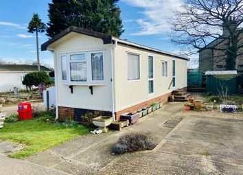 Thumbnail 2 bed mobile/park home for sale in Oughton Close, Hitchin, Herts, England
