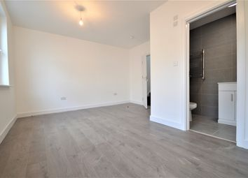 Room to rent in High Road, London N22