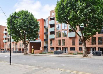 2 bed flat to rent in Elizabeth Place, Clyde Road, London N15