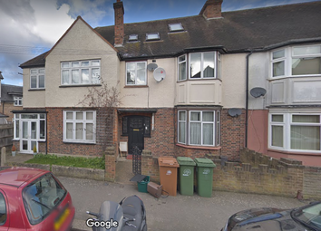 Thumbnail 1 bed flat to rent in Wallace Crescent, Carshalton