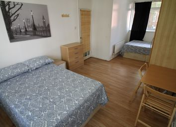 Room to rent in Chilton Grove, Canada Water, Surrey Quays SE8