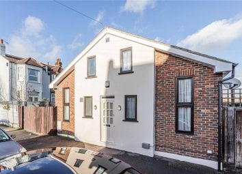 2 bed detached house for sale in Elvendon Road, London N13