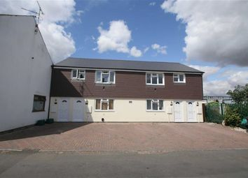 Thumbnail 2 bed flat to rent in Livingstone Road, Newbury