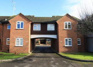 Thumbnail 2 bed flat to rent in Glade Road, Marlow