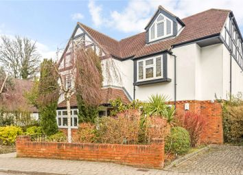 The Crescent, Station Road, Woldingham, Surrey CR3. 2 bed flat for sale