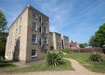 Thumbnail 2 bed flat to rent in Queensgate House, 16 Cookham Road, Maidenhead, Berkshire