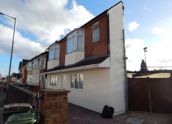 Thumbnail 3 bed detached house to rent in Selbourne Road, Luton