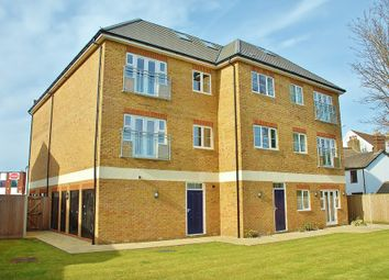 2 bed flat to rent in Horley, Surrey RH6