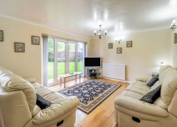 Chesswood Way, Pinner HA5. 2 bed flat