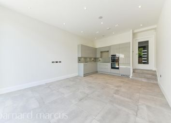 4 bed flat to rent in Agnes Road, London W3