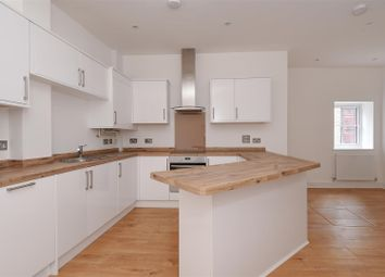 Thumbnail 2 bed flat to rent in Bullen Street, London