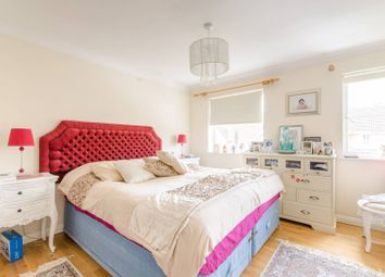 Thumbnail 4 bed property to rent in Darlands Drive, Barnet