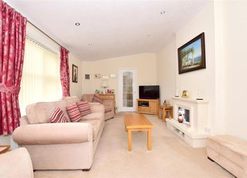 Thumbnail 2 bed mobile/park home for sale in Yeomans Way, Pilgrims Retreat, Harrietsham, Maidstone, Kent
