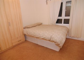 Thumbnail 5 bed shared accommodation to rent in St. Davids Square, London
