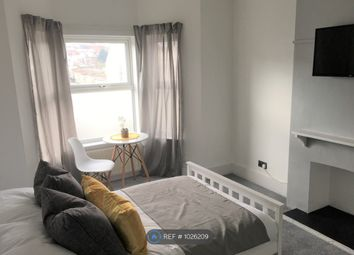 Room to rent in Luton Road, Chatham ME4