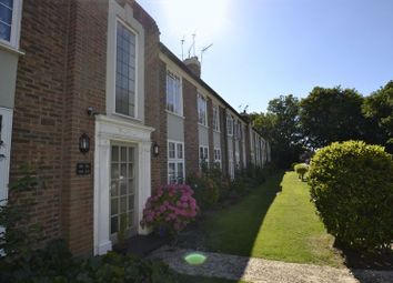 Thumbnail 2 bedroom flat to rent in Portsmouth Road, Thames Ditton
