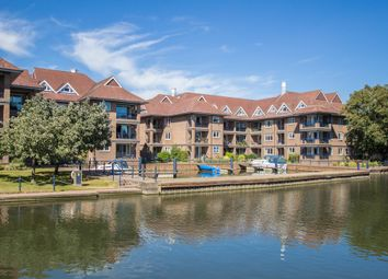 Thumbnail 3 bed flat for sale in Mariners Way, Cambridge