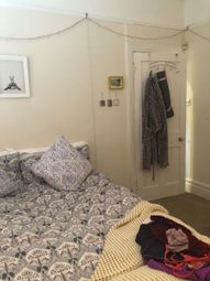 2 bed maisonette to rent in Mantilla Road, Tooting Bec, London SW17