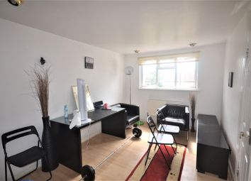 1 bed flat to rent in Gantshill Crescent, Ilford IG2