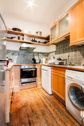 Thumbnail Room to rent in In A Flatshare, Glouchester Road