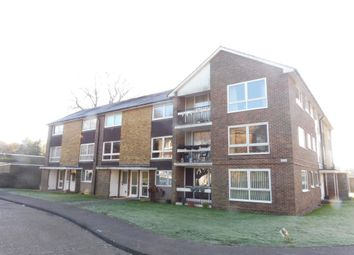 Thumbnail 2 bedroom flat for sale in Cotswold Court, Horsham