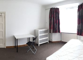 Thumbnail Room to rent in Selbourne Gardens, Hendon, London